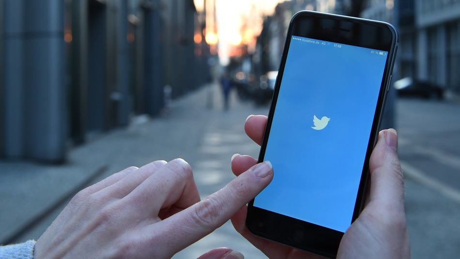 Twitter Starts Using an Algorithm to Curate Users