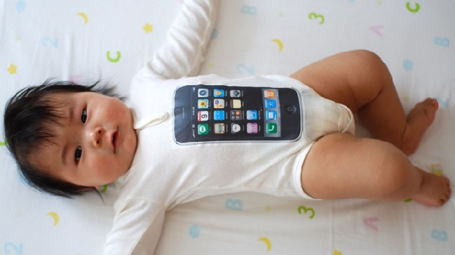 Man sells 18-day-old daughter 'to buy iPhone