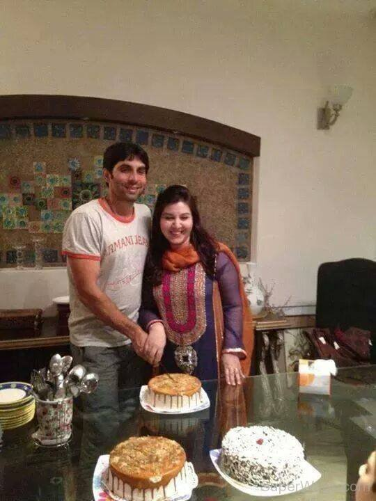 Misbah-Ul-Haq-With-His-Lovely-Wife